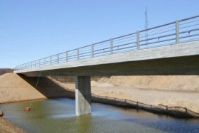 Highway bridge at Give cast with self-compacting concrete
